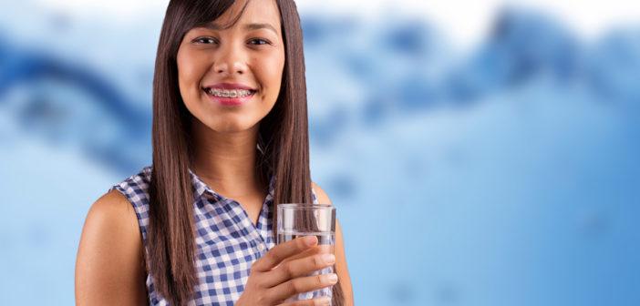 ¿Cuánta agua debemos consumir al día?