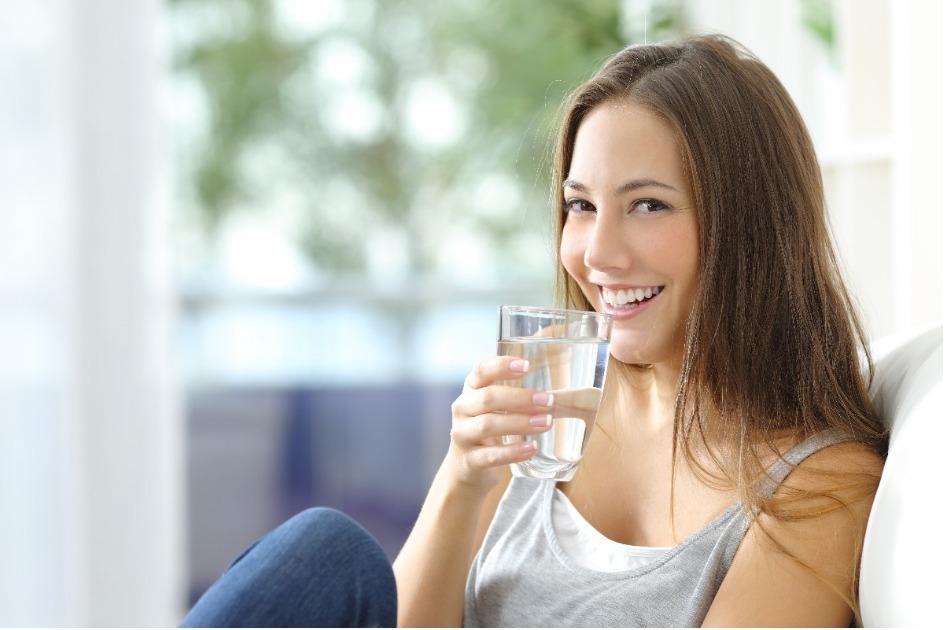 bajar de peso con agua pura